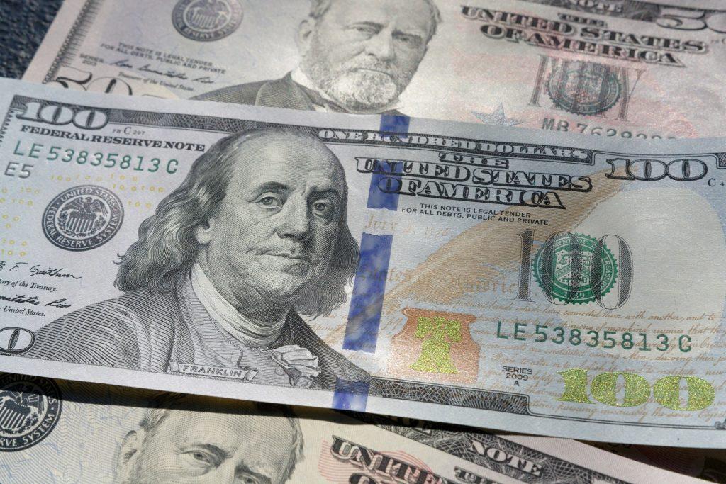 100 dollar bill up close